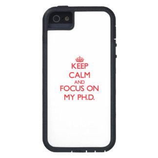 Guarde la calma y el foco en mi Ph.D. iPhone 5 Carcasa