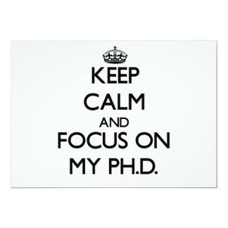 Guarde la calma y el foco en mi Ph.D. Invitación 12,7 X 17,8 Cm