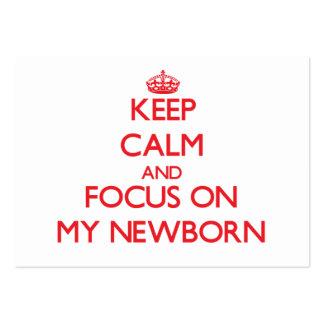 Guarde la calma y el foco en mi recién nacido tarjeta de visita