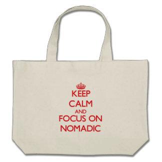 Guarde la calma y el foco en nómada bolsas de mano