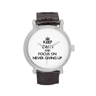 Guarde la calma y el foco en nunca el donante para relojes de mano