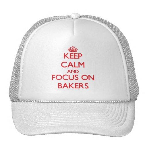 Guarde la calma y el foco en panaderos gorras de camionero