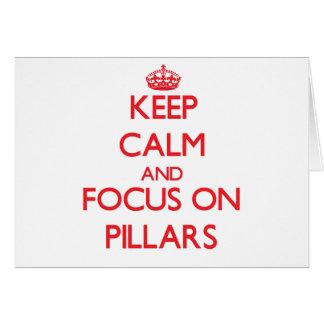 Guarde la calma y el foco en pilares felicitaciones