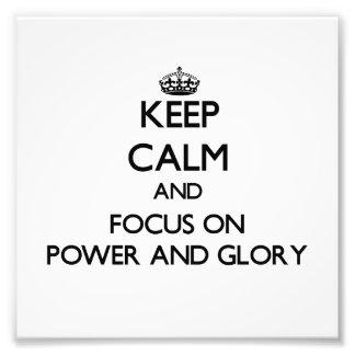 Guarde la calma y el foco en poder y gloria