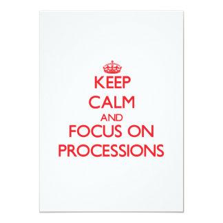 Guarde la calma y el foco en procesiones invitación 12,7 x 17,8 cm