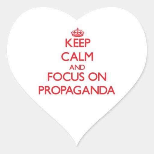 Guarde la calma y el foco en propaganda pegatinas de corazon