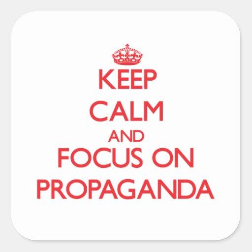 Guarde la calma y el foco en propaganda calcomanía cuadradas personalizada