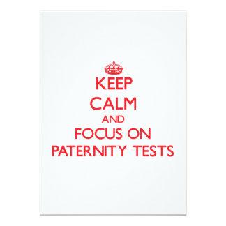 Guarde la calma y el foco en pruebas de paternidad invitación 12,7 x 17,8 cm