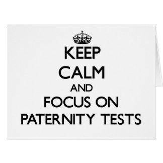 Guarde la calma y el foco en pruebas de paternidad tarjeta de felicitación grande
