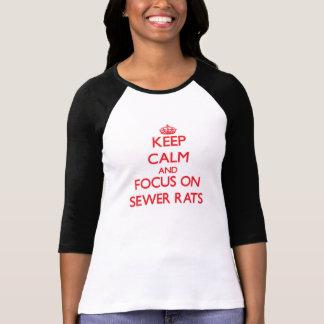 Guarde la calma y el foco en ratas de alcantarilla camisetas