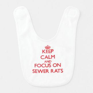 Guarde la calma y el foco en ratas de alcantarilla babero