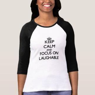 Guarde la calma y el foco en ridículo camisetas