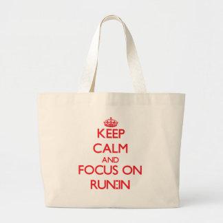 Guarde la calma y el foco en riña bolsas