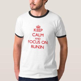 Guarde la calma y el foco en riña camisetas