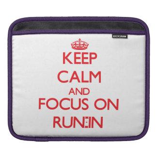 Guarde la calma y el foco en riña manga de iPad