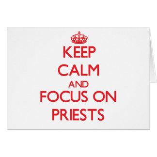 Guarde la calma y el foco en sacerdotes felicitaciones