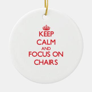 Guarde la calma y el foco en sillas ornamentos para reyes magos