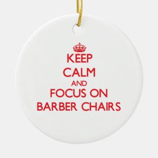 Guarde la calma y el foco en sillas de peluquero ornamento para arbol de navidad
