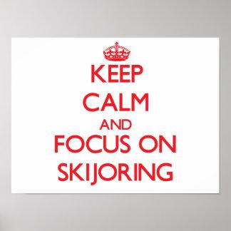 Guarde la calma y el foco en Skijoring Poster