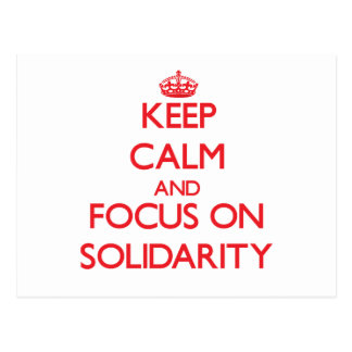 Guarde la calma y el foco en solidaridad postales