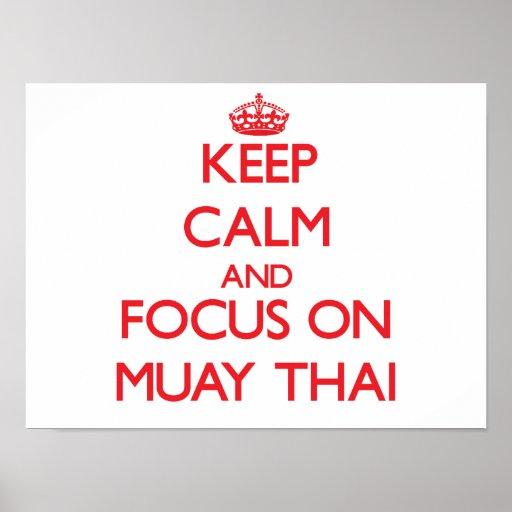 Guarde la calma y el foco en tailandés de Muay Poster