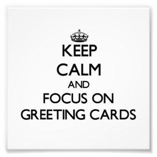 Guarde la calma y el foco en tarjetas de felicitac