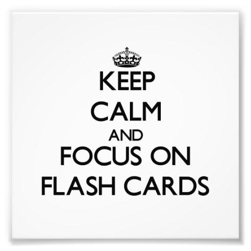 Guarde la calma y el foco en tarjetas flash foto