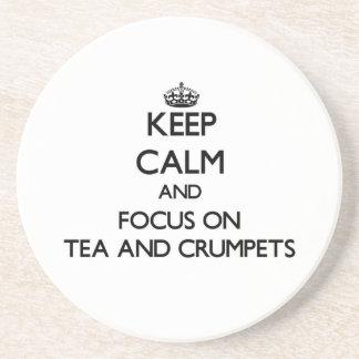 Guarde la calma y el foco en té y buñuelos posavasos personalizados