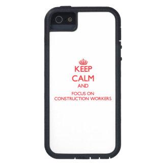 Guarde la calma y el foco en trabajadores de const iPhone 5 funda