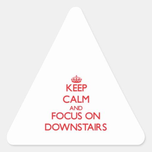Guarde la calma y el foco encendido abajo calcomania triangulo