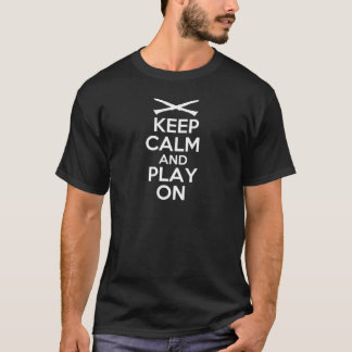 Guarde la calma y el juego en (el Clarinet) Camiseta