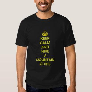 guarde la calma y emplee una camiseta de la guía