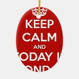 Guarde la calma y es hoy lunes adorno ovalado de cerámica