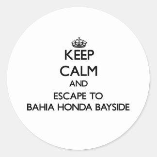 Guarde la calma y escápese a Bahía Honda Bayside Etiquetas Redondas