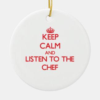 Guarde la calma y escuche el cocinero ornamente de reyes