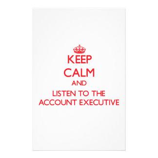 Guarde la calma y escuche el ejecutivo de cuenta papeleria