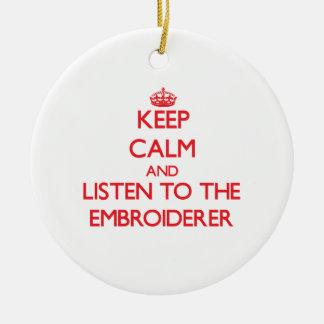 Guarde la calma y escuche el Embroiderer Ornamente De Reyes