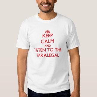 Guarde la calma y escuche el Paralegal Camiseta