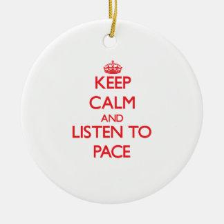 Guarde la calma y escuche el paso ornatos