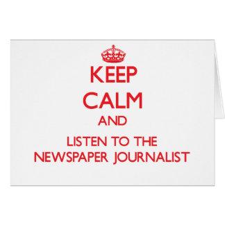 Guarde la calma y escuche el periodista del periód felicitaciones
