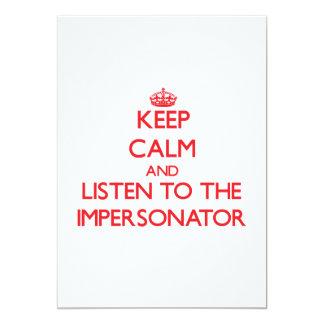 Guarde la calma y escuche el personificador invitación 12,7 x 17,8 cm
