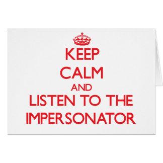 Guarde la calma y escuche el personificador tarjeta de felicitación