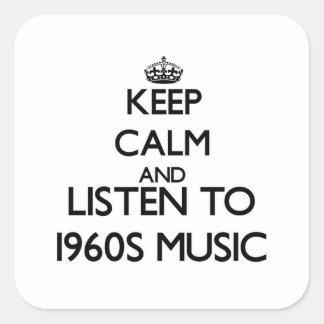 Guarde la calma y escuche la MÚSICA de los años 60 Calcomanía Cuadrada
