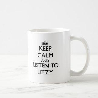 Guarde la calma y escuche Litzy Taza Clásica