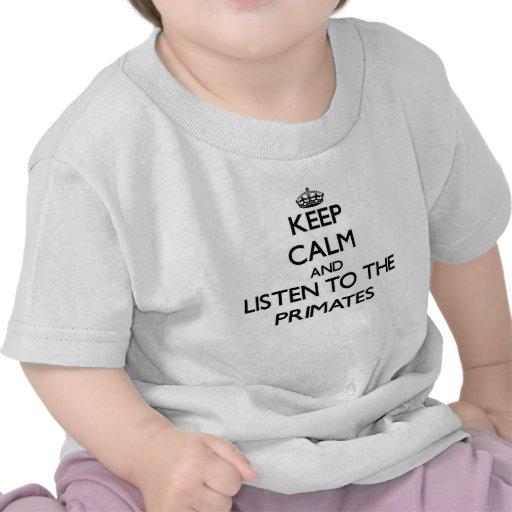 Guarde la calma y escuche los primates camisetas