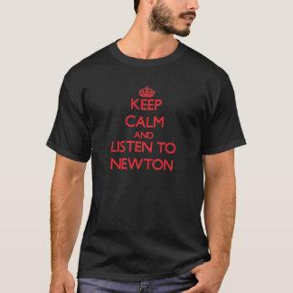Guarde la calma y escuche Newton Camiseta