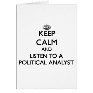 Guarde la calma y escuche un analista político tarjeta de felicitación