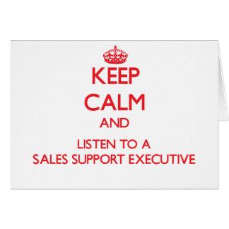 Guarde la calma y escuche un ejecutivo de la ayuda felicitaciones