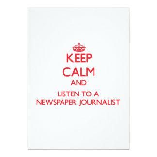 Guarde la calma y escuche un periodista del anuncios personalizados