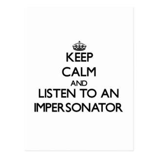 Guarde la calma y escuche un personificador tarjetas postales